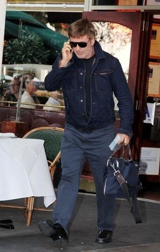 How to wear: black leather loafers, navy chinos, black crew-neck t-shirt, navy denim jacket