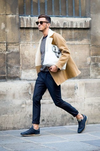 How to Wear Navy Chinos: Teaming a tan fur collar coat with navy chinos is an amazing idea for a casually neat menswear style. Why not complement this ensemble with navy leather low top sneakers for a sense of stylish casualness?