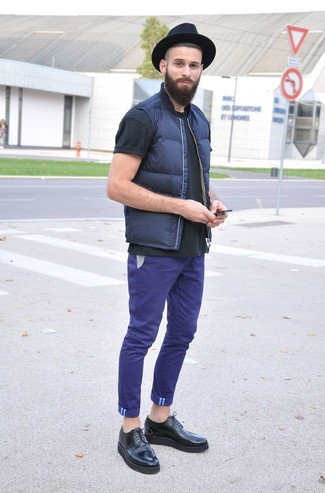 How to Wear Purple Chinos: Consider pairing a navy gilet with purple chinos for killer menswear style. Puzzled as to how to finish this look? Rock a pair of black leather brogues to class it up.