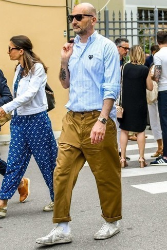 Men's Looks & Outfits: What To Wear In 2020: A light blue vertical striped long sleeve shirt and khaki chinos are a nice combination worth integrating into your daily lineup. White leather low top sneakers are the ideal addition to this outfit.