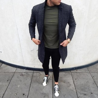 How to Wear a Dark Green Crew-neck T-shirt For Men: Why not wear a dark green crew-neck t-shirt with black chinos? As well as very comfortable, these two pieces look good when worn together. Olive camouflage low top sneakers integrate smoothly within many getups.