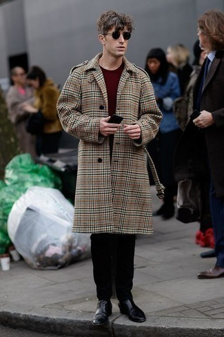 Men's Looks & Outfits: What To Wear In 2020: This look shows it is totally worth investing in such menswear pieces as a camel plaid overcoat and black chinos. If you feel like dialing it up a bit, complete your ensemble with black leather chelsea boots.