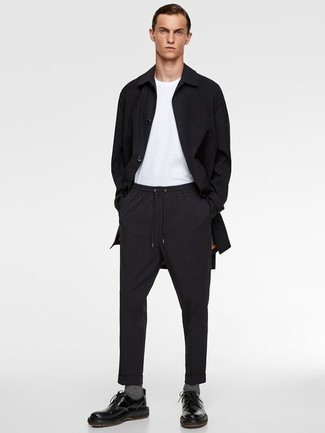 How to Wear a Black Raincoat For Men: This combination of a black raincoat and black chinos will hallmark your expertise in men's fashion even on dress-down days. Take a smarter approach with shoes and complete this getup with black leather derby shoes.