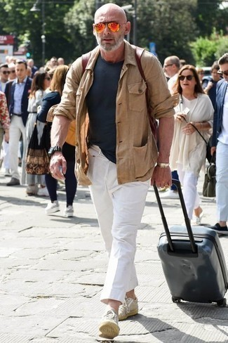 How to Wear a Navy Crew-neck T-shirt For Men: Extremely dapper, this relaxed combination of a navy crew-neck t-shirt and white chinos delivers wonderful styling possibilities. Complement this ensemble with beige canvas low top sneakers for maximum impact.