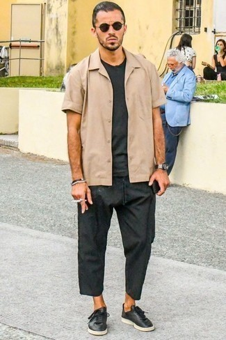 How to Wear a Charcoal Crew-neck T-shirt For Men: A charcoal crew-neck t-shirt and charcoal chinos are a good combo to have in your daily casual wardrobe. Let your outfit coordination credentials truly shine by finishing with a pair of black leather low top sneakers.