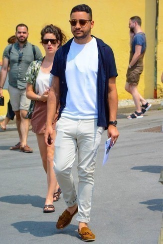 How to Wear a Navy Short Sleeve Shirt For Men: This casual combination of a navy short sleeve shirt and white chinos will attract attention for all the right reasons. A pair of tobacco suede tassel loafers effortlessly dials up the wow factor of this look.