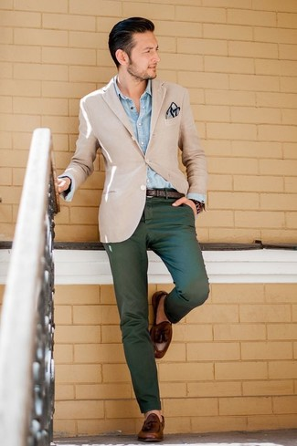 How to wear: brown leather tassel loafers, dark green chinos, light blue denim shirt, beige blazer