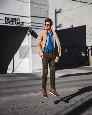 How to wear: tan canvas high top sneakers, olive camouflage chinos, blue denim shirt, tan blazer