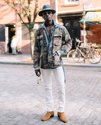 How to wear: tan suede chelsea boots, white chinos, light blue denim shirt, olive camouflage military jacket