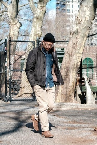How to Wear Tan Suede Chelsea Boots For Men: A black shirt jacket and beige chinos make for the ultimate classic and casual look. Hesitant about how to finish off your ensemble? Rock a pair of tan suede chelsea boots to kick up the fashion factor.