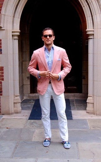 How to Wear a Pink Blazer For Men: This pairing of a pink blazer and white chinos is really a statement-maker. Want to dress it up with shoes? Introduce a pair of blue suede loafers to the mix.