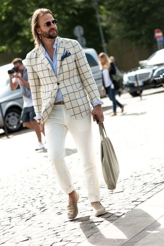 How to wear: beige denim slip-on sneakers, beige chinos, light blue dress shirt, beige check blazer
