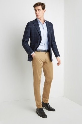 How to wear: black leather oxford shoes, khaki chinos, light blue dress shirt, navy check blazer
