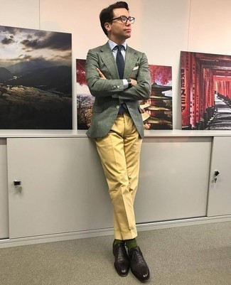 How to Wear Dark Green Socks For Men: Pair a dark green blazer with dark green socks if you're hunting for an outfit option for when you want to look casually cool. For an on-trend mix, complement your ensemble with dark brown leather oxford shoes.