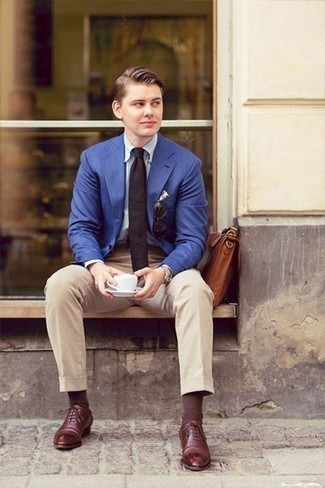 How to Wear Brown Socks For Men: Consider pairing a blue blazer with brown socks if you're in search of a look option that is all about casual cool. Inject your look with a dose of polish by rocking a pair of burgundy leather oxford shoes.
