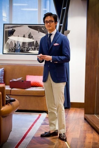 How to Wear a Blue Blazer For Men: A blue blazer and beige chinos are a pairing that every dapper man should have in his menswear arsenal. If you need to effortlessly dress up your ensemble with shoes, why not introduce dark brown leather tassel loafers to your ensemble?