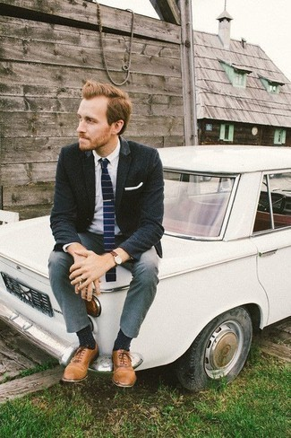 How to Wear a Navy Horizontal Striped Tie For Men: To look like a modern dandy with a great deal of class, pair a navy blazer with a navy horizontal striped tie. Slip into a pair of tan leather oxford shoes et voila, your look is complete.