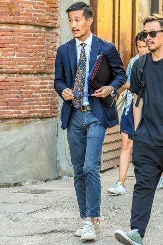 How to Wear Blue Sunglasses For Men: Display your prowess in menswear styling by combining a navy blazer and blue sunglasses for a casual street style look. Don't know how to finish off this look? Rock a pair of white leather low top sneakers to lift it up.