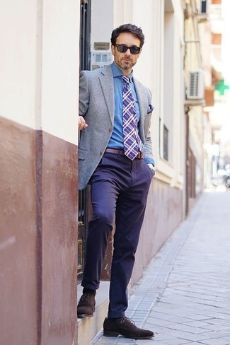How to Wear Dark Brown Suede Oxford Shoes: You'll be surprised at how easy it is for any gentleman to get dressed this way. Just a grey blazer paired with navy chinos. If you feel like dressing up a bit now, add dark brown suede oxford shoes to the mix.