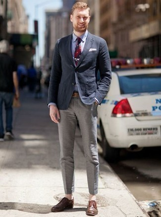 How to Wear a Brown Leather Watch For Men: Pair a navy blazer with a brown leather watch to assemble an interesting and contemporary ensemble. Ramp up this outfit by wearing brown leather derby shoes.