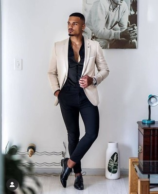How to Wear a Silver Watch For Men: A beige blazer and a silver watch teamed together are the perfect combo for those who prefer neat and relaxed outfits. To give this look a more refined aesthetic, why not rock a pair of black leather derby shoes?