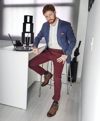 Men's Looks & Outfits: What To Wear In Warm Weather: Go for a straightforward yet sophisticated ensemble by marrying a navy blazer and burgundy chinos. A pair of brown leather desert boots finishes this getup very well.