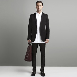 How to Wear a Burgundy Leather Tote Bag For Men: Try teaming a dark brown blazer with a burgundy leather tote bag if you wish to look cool and relaxed without much effort. Rounding off with dark brown leather oxford shoes is a fail-safe way to inject a hint of sophistication into this outfit.