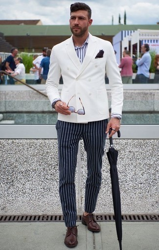How to Wear a Navy Pocket Square: A white double breasted blazer and a navy pocket square? This is easily a wearable look that you could wear a variation of on a daily basis. And if you need to immediately perk up your ensemble with shoes, why not complete this getup with a pair of burgundy leather derby shoes?