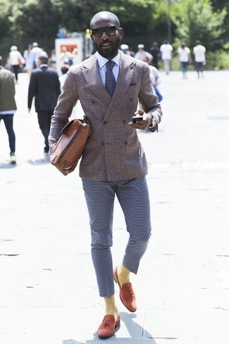How to Wear Grey Sunglasses For Men: If you're looking for a casual and at the same time stylish look, consider wearing a brown double breasted blazer and grey sunglasses. Tobacco suede tassel loafers are an effortless way to power up your ensemble.