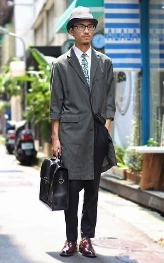 How to Wear a Black Leather Briefcase: Opt for a charcoal raincoat and a black leather briefcase to pull together a seriously dapper and current casual ensemble. Give an added dose of style to this outfit by rounding off with burgundy leather oxford shoes.