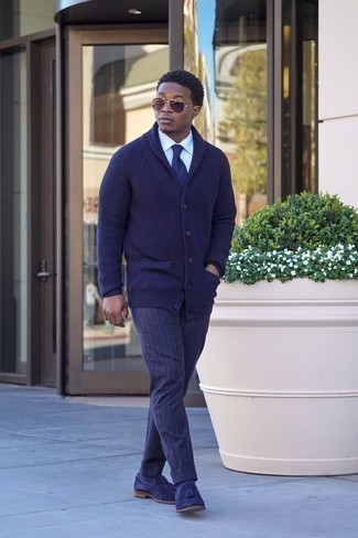How to Wear Navy Socks For Men: For something more on the casual side, try teaming a navy shawl cardigan with navy socks. Navy suede tassel loafers are the most effective way to give an added touch of style to your outfit.