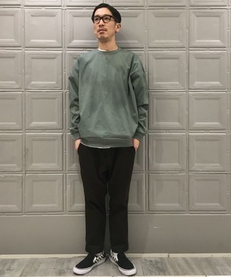 Men's Looks & Outfits: What To Wear In 2020: A dark green sweatshirt and black chinos? This is an easy-to-wear ensemble that any man can work on a day-to-day basis. Complete this outfit with black and white check canvas slip-on sneakers and the whole ensemble will come together.
