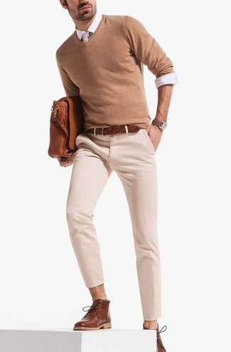 How to Wear a Beige Tie For Men: Wear a tan v-neck sweater with a beige tie if you're going for a clean-cut, stylish ensemble. And if you wish to easily dress down this outfit with one single item, complement your outfit with a pair of brown leather desert boots.