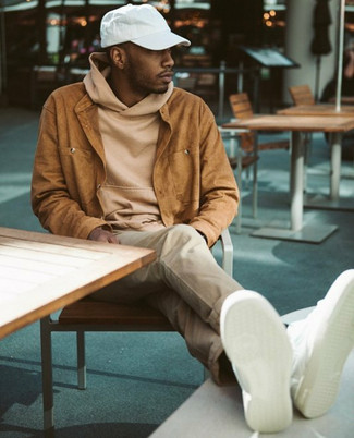 How to wear: white leather low top sneakers, beige chinos, tan hoodie, tobacco suede shirt jacket