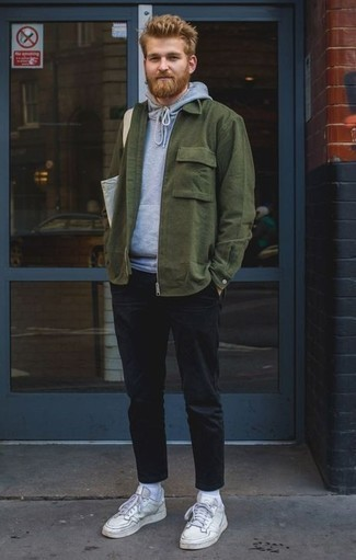 How to Wear a Grey Canvas Tote Bag For Men: Why not opt for a dark green shirt jacket and a grey canvas tote bag? These two pieces are totally functional and look great when teamed together. If you want to break out of the mold a little, opt for white leather low top sneakers.