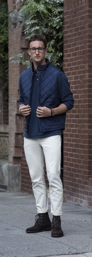 How to wear: dark brown suede casual boots, white chinos, navy long sleeve henley shirt, navy quilted gilet