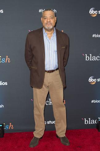 How to wear: dark brown suede chelsea boots, khaki chinos, light blue vertical striped long sleeve shirt, dark brown blazer