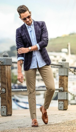 Men's Looks & Outfits: What To Wear In 2020: Infuse style into your daily arsenal with a navy plaid blazer and khaki chinos. And if you need to immediately perk up your ensemble with one item, why not complement this outfit with brown leather tassel loafers?