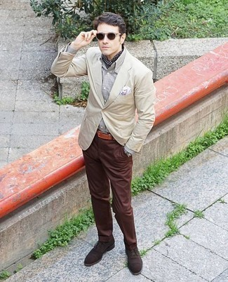 How to Wear Dark Brown Suede Oxford Shoes: Wear a beige blazer and brown chinos to assemble a casually neat and modern-looking outfit. If you wish to instantly perk up this ensemble with footwear, complement your look with dark brown suede oxford shoes.