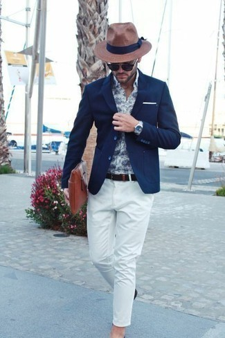 How to Wear White Chinos: This combination of a navy blazer and white chinos will add casually classic essence to your ensemble.