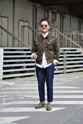 Men's Looks & Outfits: What To Wear In 2020: You're looking at the definitive proof that an olive camouflage denim jacket and navy chinos look amazing when worn together in a relaxed casual ensemble. Dark green athletic shoes will bring a touch of stylish effortlessness to an otherwise all-too-safe getup.