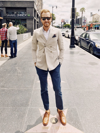 How to wear: tan leather oxford shoes, navy chinos, white long sleeve shirt, beige double breasted blazer