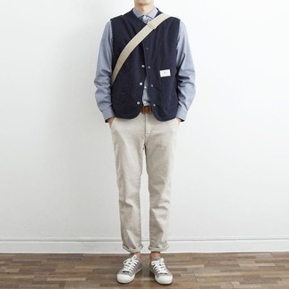 How to Wear a Navy Gilet For Men: A navy gilet and beige chinos are absolute menswear must-haves that will integrate wonderfully within your casual styling rotation. Want to break out of the mold? Then why not complement your outfit with grey canvas low top sneakers?