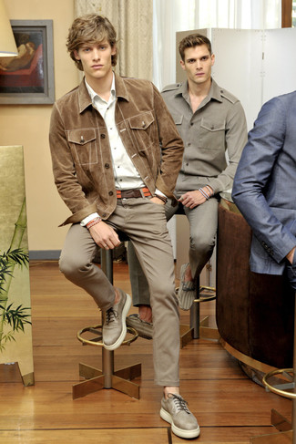 How to wear: beige leather derby shoes, brown chinos, white long sleeve shirt, tan suede shirt jacket