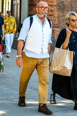 How to Wear Dark Brown Suede Derby Shoes: One of our favorite ways to style out such a timeless menswear item as a white waistcoat is to pair it with khaki chinos. Let your sartorial prowess truly shine by finishing off your look with a pair of dark brown suede derby shoes.