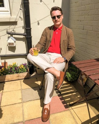 How to wear: brown leather loafers, beige chinos, red polo, brown cotton blazer