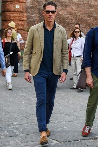 How to Wear Olive Sunglasses For Men: Look stunning without trying too hard in an olive blazer and olive sunglasses. Complement this look with a pair of brown suede loafers to completely spice up the getup.