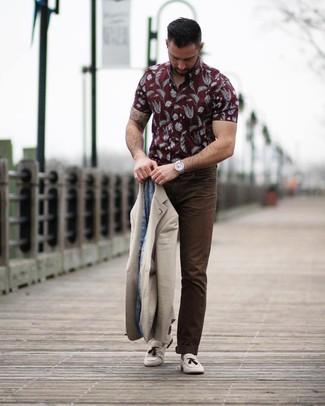 How to wear: beige suede tassel loafers, dark brown chinos, burgundy print short sleeve shirt, beige blazer