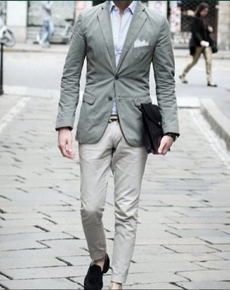 How to Wear a Black Watch For Men: A mint blazer and a black watch are a cool getup to have in your daily casual wardrobe. You can get a little creative on the shoe front and complete this outfit with black velvet loafers.