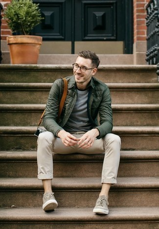 How to Wear Grey Canvas Low Top Sneakers For Men: If you would like take your off-duty style game up a notch, team a dark green quilted shirt jacket with beige chinos. Let your styling prowess truly shine by rounding off this outfit with grey canvas low top sneakers.